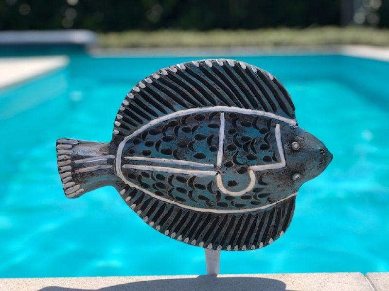 A tengeri halacska1 : Földbe szúrható kerámia halak ..kertitavak , medencék környékére