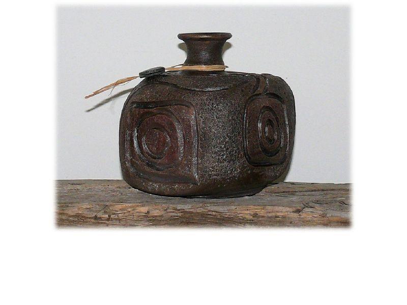 Szögletes japán váza :