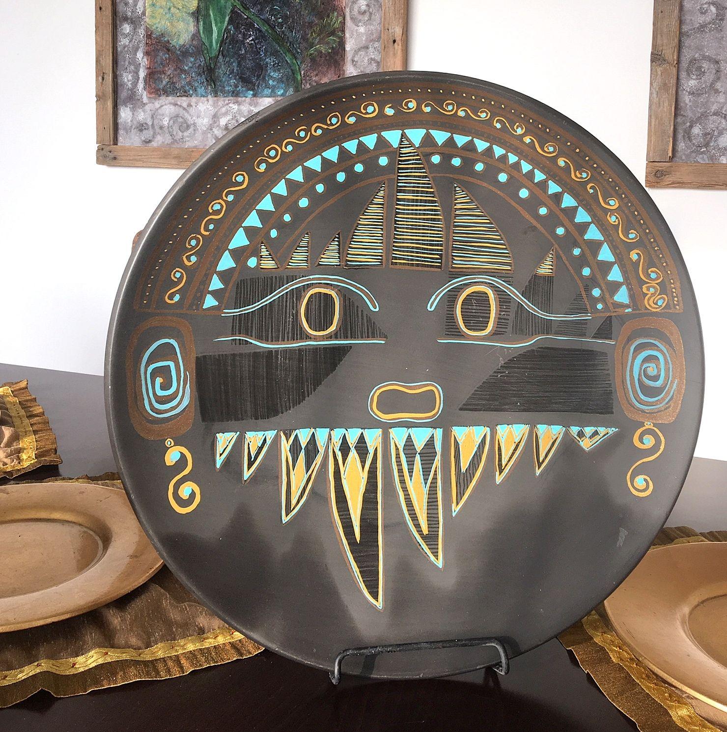 Perui kerámia tál : Fantasztikus szinekkel és mintákkal rendelkező fekete alapú 50 cm átmérőjű perui kerámia tál asztali tartóra vagy falra rakható